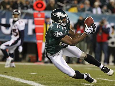 Jason Avant catches a pass for TD in the second quarter to help the Eagles on their way to their sixth straight victory. ( Ron Cortes / Staff Photographer )