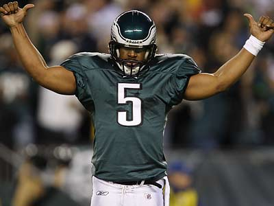 Donovan McNabb ran for a touchdown and threw for another as the Eagles steamrolled the Cowboys. (David Maialett/Staff Photographer)