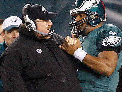 Donovan McNabb helped secure the Eagles´ win with a 27-yard scramble and an 18-yard pass to Jeremy Maclin late in the fourth quarter. (Ron Cortes/Staff Photographer)