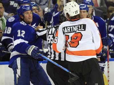 Scott Hartnell and Lightning left wing Ryan Malone scrap after Hartnell supposedly taunted the Lightning´s bench. (AP Photo/Chris O´Meara)