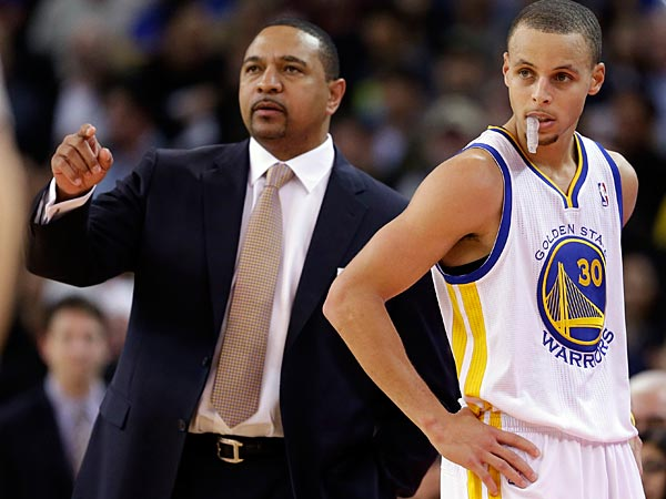 Golden State Warriors´ Stephen Curry (30) stands next to head coach Mark Jackson against the New Orleans Hornets during an NBA basketball game in Oakland, Calif., Tuesday, Dec. 18, 2012. (AP Photo/Marcio Jose Sanchez)