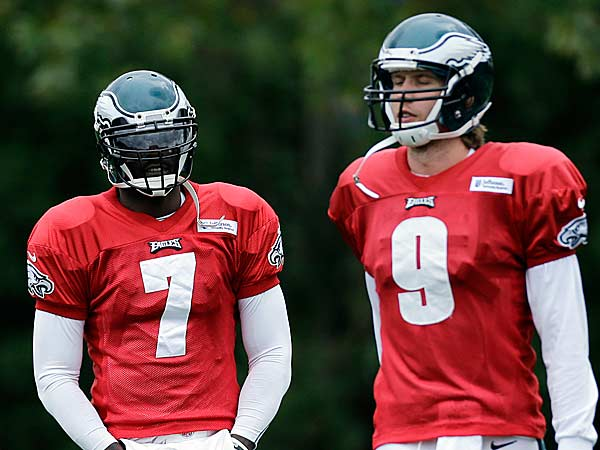 Philadelphia Eagles quarterback Michael Vick (left) and Nick Foles wait to run a drill during NFL football practice at the team´s practice complex, Thursday, Nov. 1, 2012, in Philadelphia. (Matt Slocum/AP)