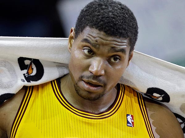 Andrew Bynum will begin the very foreign process of missing games. (AP Photo/Mark Duncan)