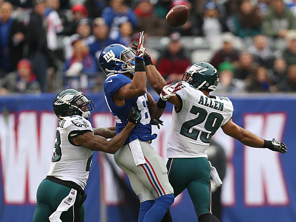 Eagles&acute; Nolan Carroll II, left, and Nate Allen, right, try to defend<br />the Giants&acute; Rueben Randle, center during the 1st quarter. Eagles were<br />flagged for pass interference on the play. (David Maialetti/Staff Photographer)