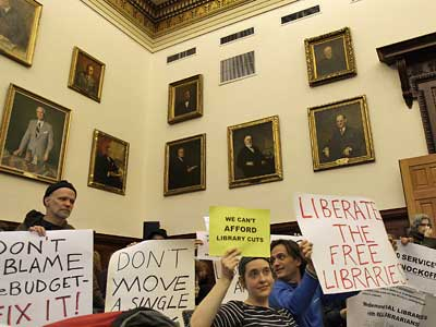 A crowd gathers inside Room 202 in City Hall to protest the closing of 11 branches of the Free Library of Philadelphia before Mayor Michael Nutter´s news conference today.  (David Maialetti / Staff Photographer)