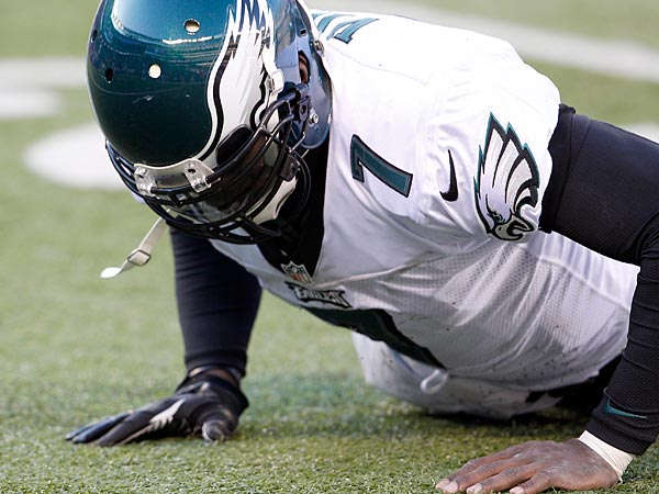 The Eagles&acute; Michael Vick gets up from the turf during the second quarter<br />against the New York Giants on Sunday, December 30, 2012. (Yong Kim/Staff Photographer)
