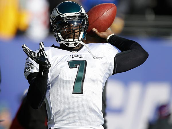Philadelphia Eagles quarterback Michael Vick (7) warms up before an<br />NFL football game against the New York Giants, Sunday, Dec. 30, 2012,<br />in East Rutherford, N.J. (AP Photo/Kathy Willens)