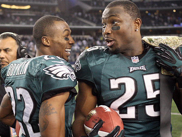 Eagles cornerback Brandon Boykin (left) and running back LeSean McCoy (right) celebrate the team´s win over the Cowboys that clinched the NFC East title. (Yong Kim/Staff Photographer)