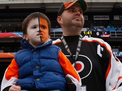 Flyers fans packed Citizens Bank Park for today´s Winter Classic alumni game. (Ron Cortes/Staff Photographer)