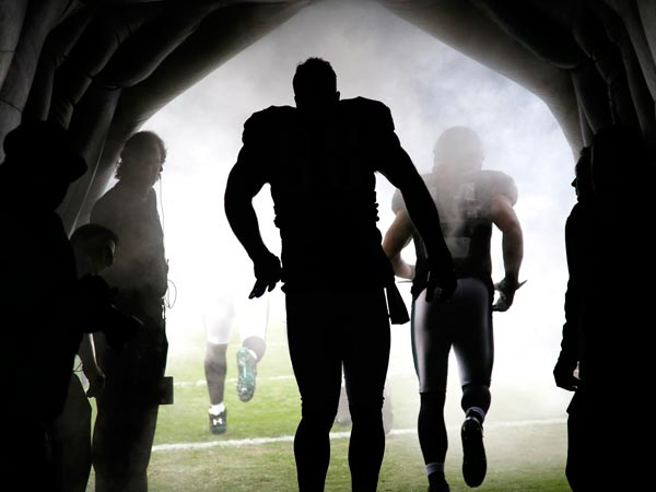 Philadelphia Eagles outside linebacker Connor Barwin runs onto the field before a NFL football game against the Washington Redskins in Philadelphia, Sunday, Nov. 17, 2013. (AP Photo/Matt Slocum)