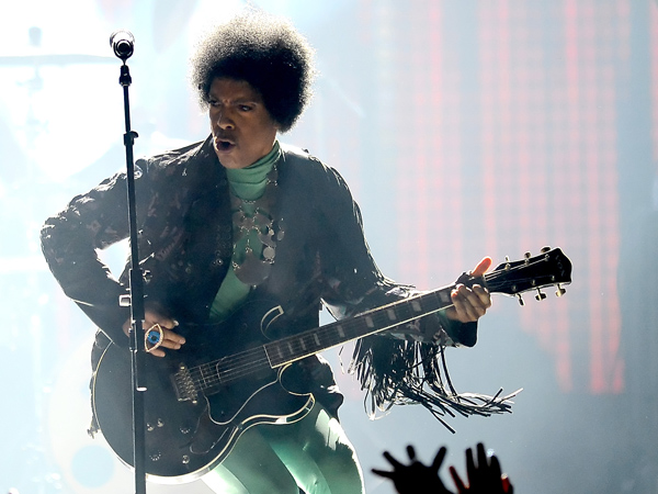 Musician Prince performs onstage during the 2013 Billboard Music Awards at the MGM Grand Garden Arena on May 19, 2013 in Las Vegas, Nevada.  (Photo by Ethan Miller/Getty Images)