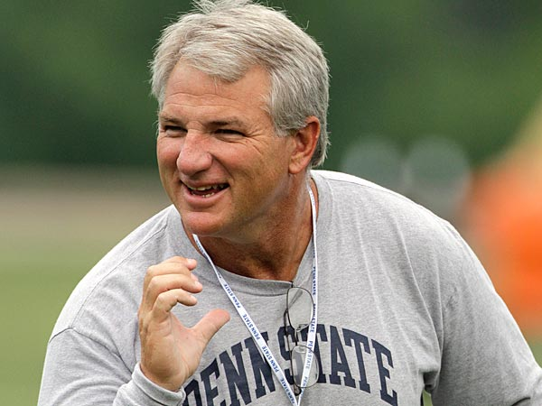 Penn State defensive coordinator, Ted Roof gives instruction during the college football team´s media day practice in State College, Pa., Thursday, Aug. 9, 2012. (AP Photo/Gene J. Puskar)