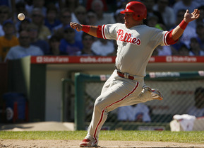 Carlos Ruiz beats the throw home on Jimmy Rollins´ sacrifice fly in the sixth.