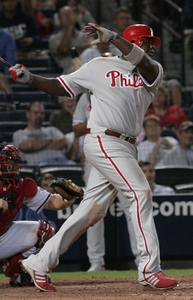 Ryan Howard hits his game-winning homer in the eighth inning to beat the Braves.