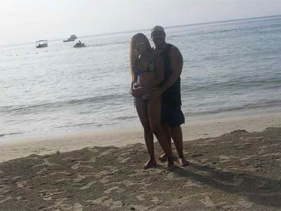 Councilman Wilson Goode Jr. and his aide, Latrice Bryant, get cozy on a beach in Jamaica. (Photo courtesy: myfoxphilly.com)