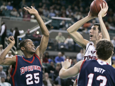Temple´s Sergio Olmos takes a shot over Duquesne´s Damian Saunders (25) and Jason Duty during the first half of Saturday evening´s Atlantic 10 Conference Championship game in Atlantic City, N.J. (AP Photo/Mel Evans)