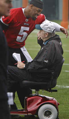Donovan McNabb visits with scooter-bound Jim Johnson during minicamp
