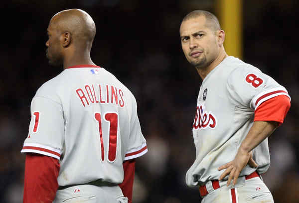 The Phillies´ Shane Victorino, standing with Jimmy Rollins, can´t hide his feelings after Chase Utley struck out with two outs in the seventh.