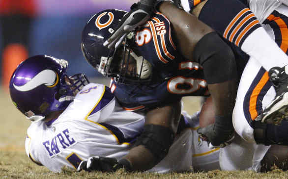 Bears´ Tommie Harris recovers fumble by Vikings QB Brett Favre in the first quarter of last night´s game, which ended too late for this edition. Find out who won on philly.com/philly/sports.