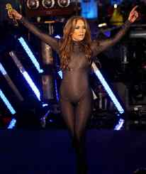 Jennifer Lopez performs on New Year´s Eve. A 41-year-old mother of twins shows she still has it.