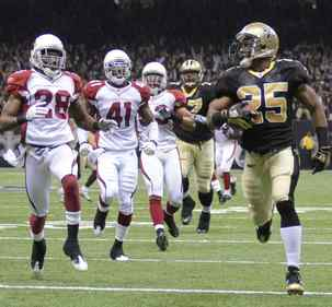 New Orleans´ Reggie Bush leaves Arizona defenders behind on a 46-yard touchdown run in the first quarter.The running back added an 83-yard punt return for a score in the third quarter.
