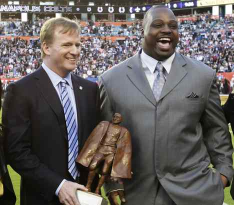 Commissioner Roger Goodell presents the Walter Payton Man of the Year Award to Kansas City guard Brian Waters.