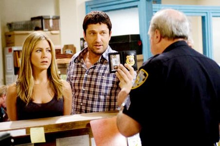 Jennifer Aniston and Gerard Butler play former spouses trying to solve both their failed marriage and an apparent murder.