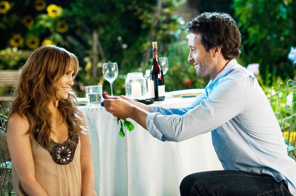 Jennifer Lopez ´s Zoe and Alex O´Loughlin´s Stan meet when they get into the same cab, resulting in a bumpy ride through their relationship.
