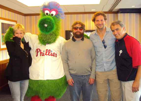 Renee Zellweger at Sunday´s Phillies game with Zach Galifianakis (center), Bradley Cooper, and the team´s John Brazer.