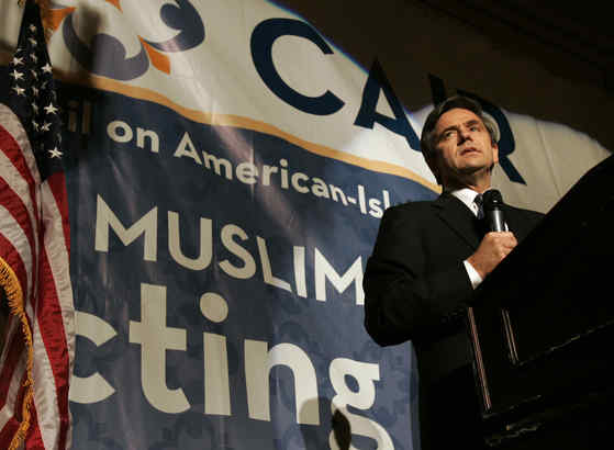 Rep. Joe Sestak addressing the Council on American-Islamic Relations´ banquet in Philadelphia three years ago.