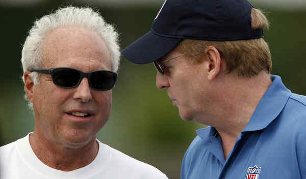 Eagles owner Jeffrey Lurie (left) talks with NFL commissioner Roger Goodell. Neither is sharing many facts in the Vick case.