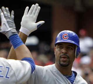 Derrek Lee has had a disappointing season, but he´ll replace Troy Glaus at first base for Atlanta.