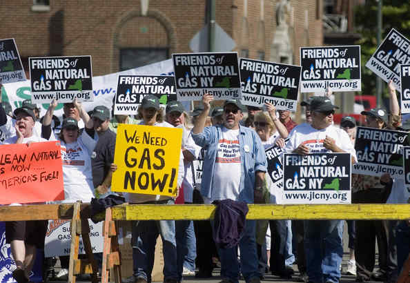 "Drilling advocates staged a rally Monday outside the Broome County Forum Theater in Binghamton, N.Y., where the EPA held a hearing to gather public comment on its study of hydraulic fracturing, or ""fracking,"" a technique for unlocking natural gas from underground rock formations."