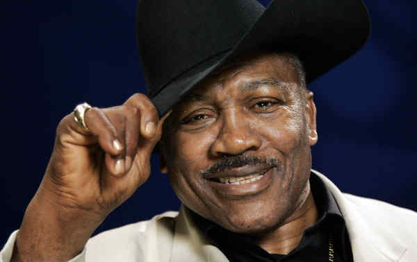 Joe Frazier, pictured in 2009, received South Carolina´s most prestigious civilian award.