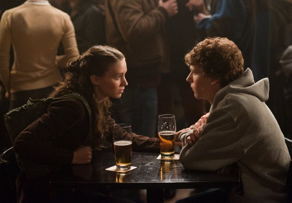 Rooney Mara, Jesse Eisenberg (as Facebook creator Mark Zuckerberg) meet in a Boston bar. She dumps him; he heads to his computer.