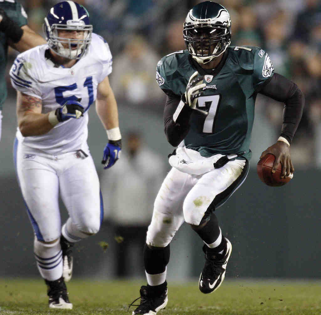 Michael Vick runs for 32 yards in the third quarter of Sunday´s 26-24 win over the Colts. Will the Eagles give him an extension?