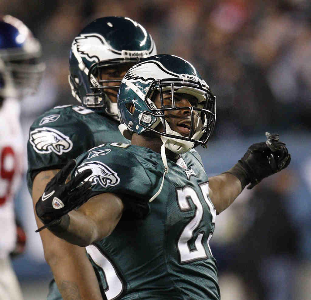 LeSean McCoy plays to the fans after his 50-yard touchdown run gave the Eagles the lead in the fourth quarter against the Giants.