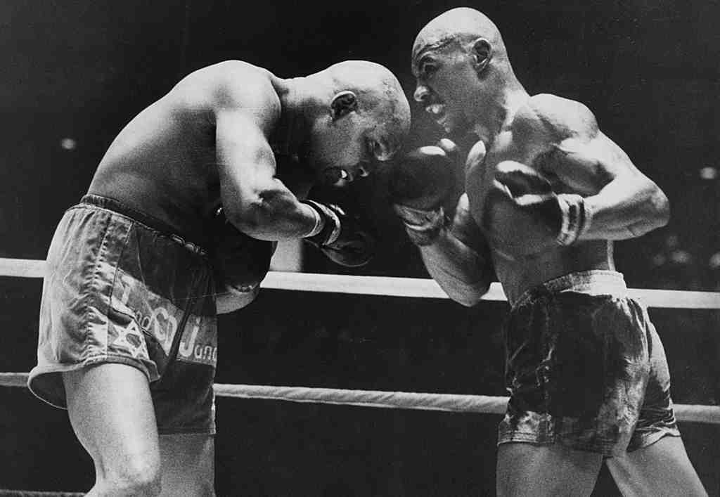 Bennie Briscoe (left) fights Marvin Hagler in a 10-round loss in 1978 at the Spectrum.