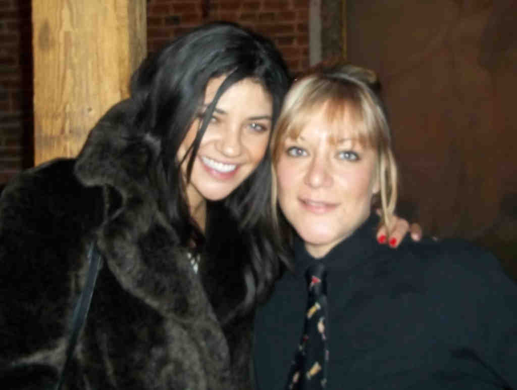 "Jessica Szohr (left), of ""Gossip Girl,"" took time out after her dinner with date Aaron Rodgers at Bistro Romano to pose with server Jennifer D´Ottavi, who said that the actress was ""a sweetheart."""