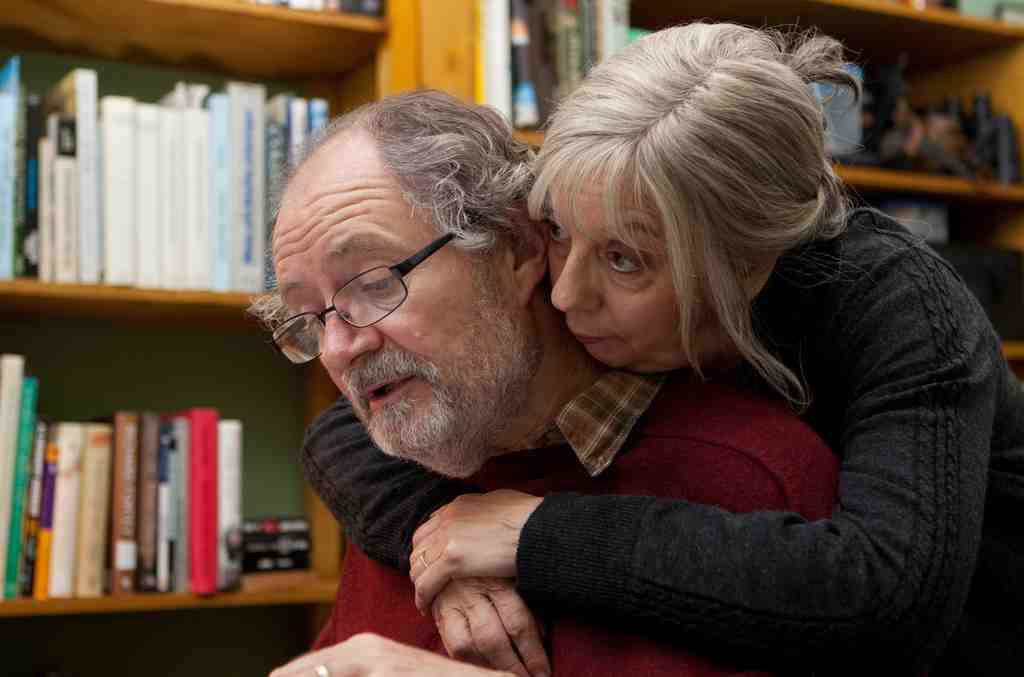 Jim Broadbent and Ruth Sheen as Tom and Gerri, a London couple in their 60s who are satisfied with their lives and supportive of each other.