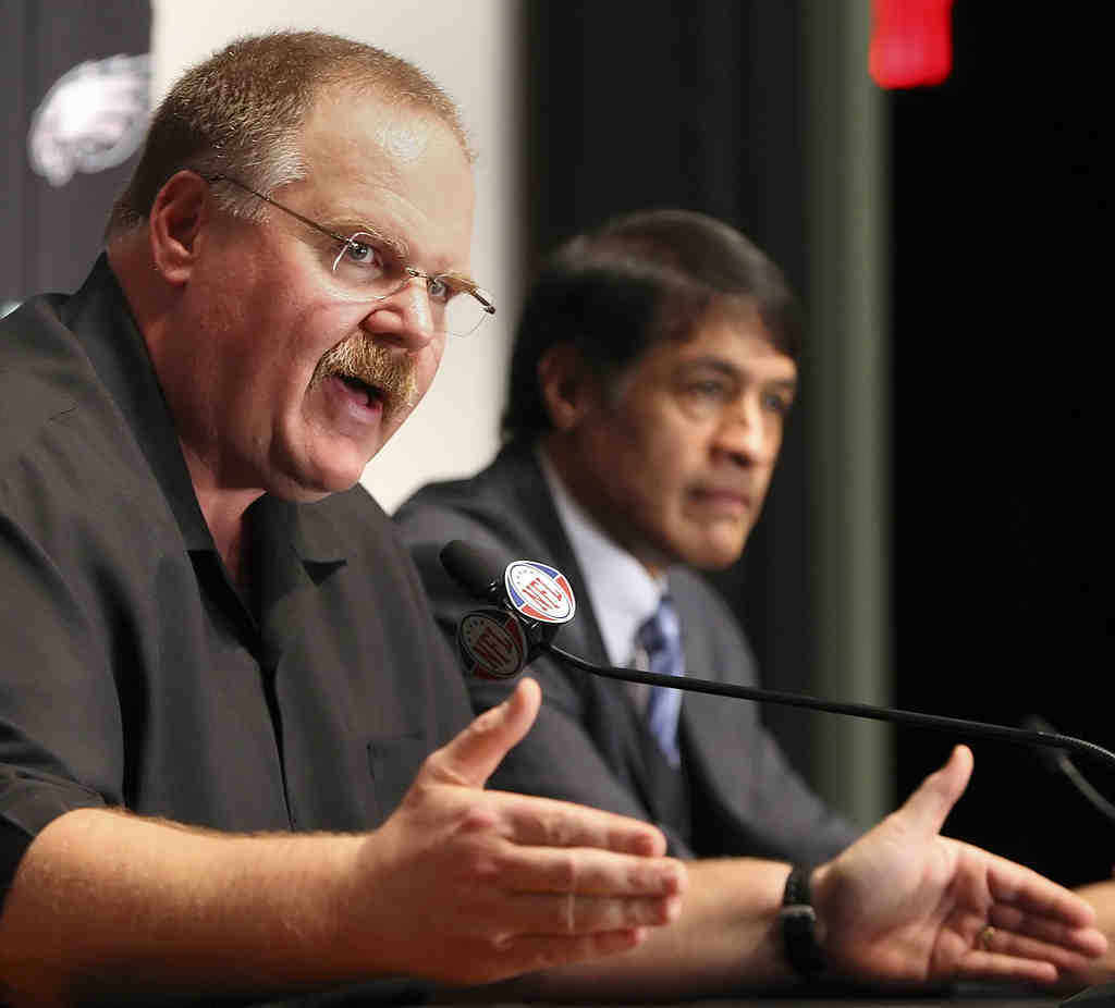 Eagles head coach Andy Reid announces Juan Castillo as his new defensive coordinator. Reid´s decision to elevate Castillo, the team´s offensive line coach, was unexpected and unorthodox.