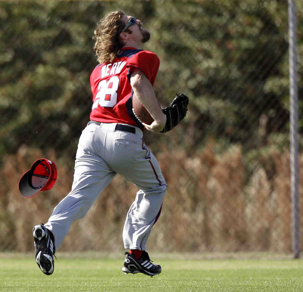 Jayson Werth chases down a fly ball during Nationals´ spring training in Viera, Fla.