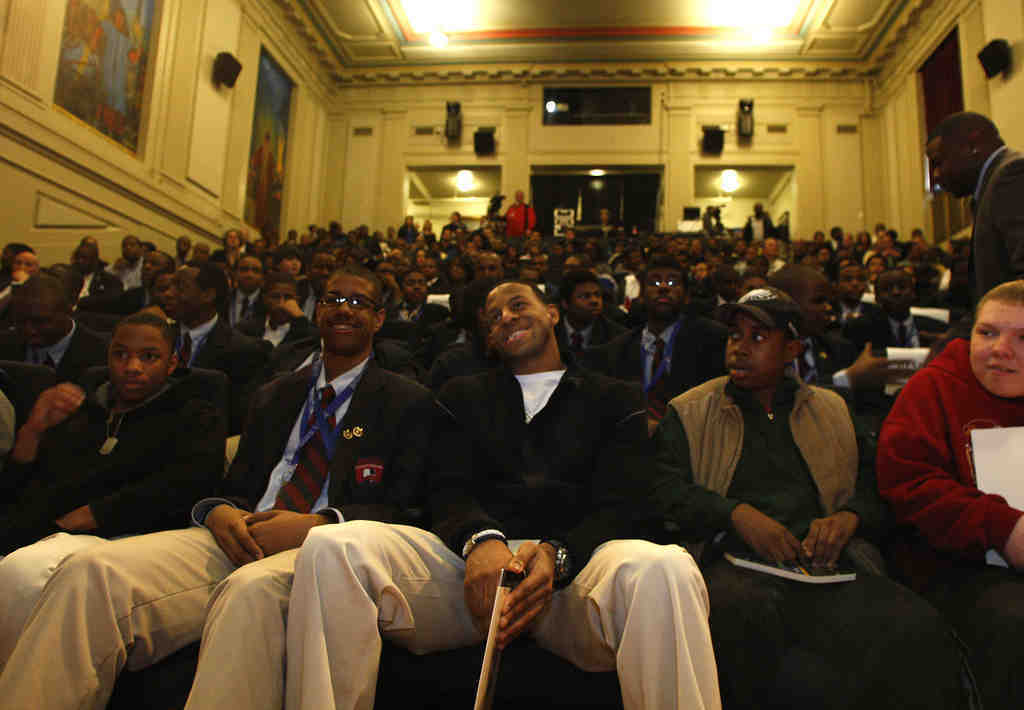 """The Sixers´ Andre Iguodala sits with students before serving on a panel at the """"What It Takes"""" event at the Franklin Institute."""