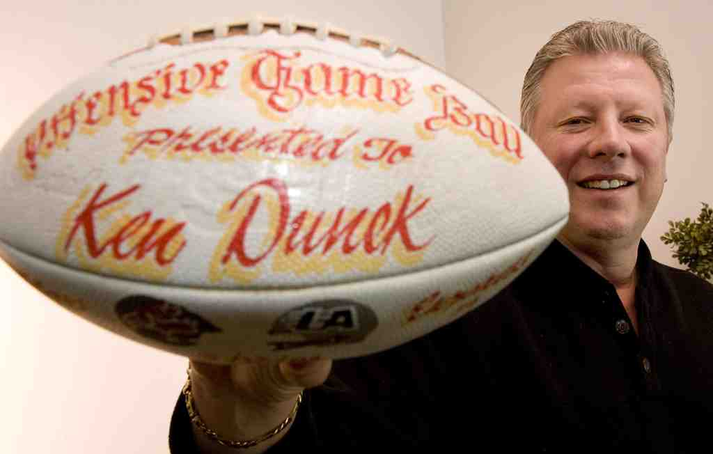 Former Stars and Eagles end Ken Dunek wants to produce a documentary on his days in the USFL.