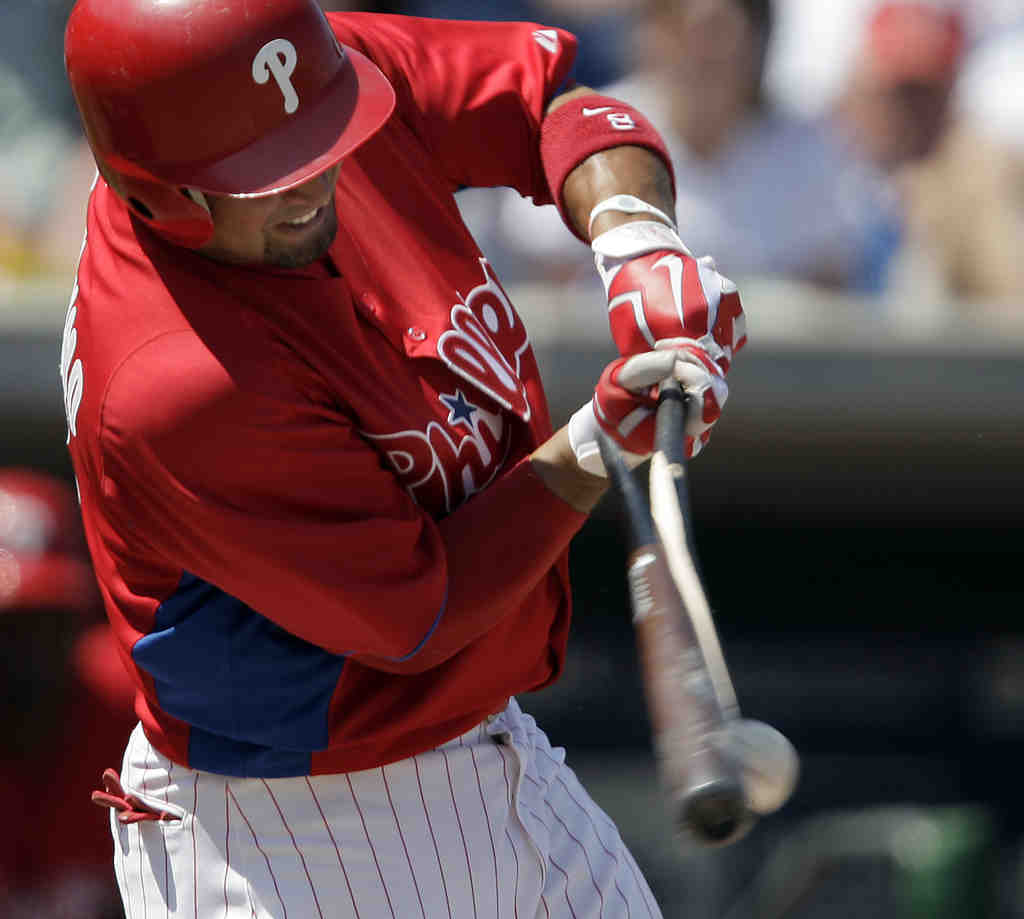 Shane Victorino splits his bat during Phillies´ 8-1 loss to the Yankees. The Phils managed just six hits.
