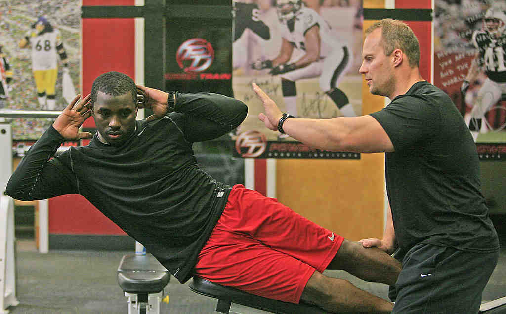 Vikings running back Albert Young works with Steve Saunders at Power Train Sports Institute.
