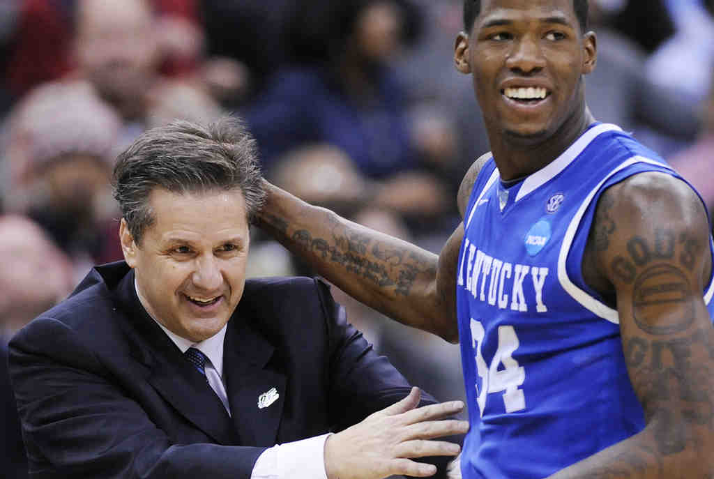 Kentucky coach John Calipari and DeAndre Liggins exult during the Wildcats´ 76-69 East Regional win over North Carolina.