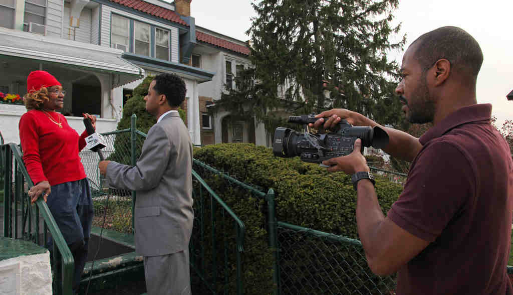"""Executive producer Grady Jones films a segment of """"Unsolved Philadelphia"""" yesterday in West Philly as host Paul Smith interviews a resident about the unsolved murder of Raqueen Mack."""