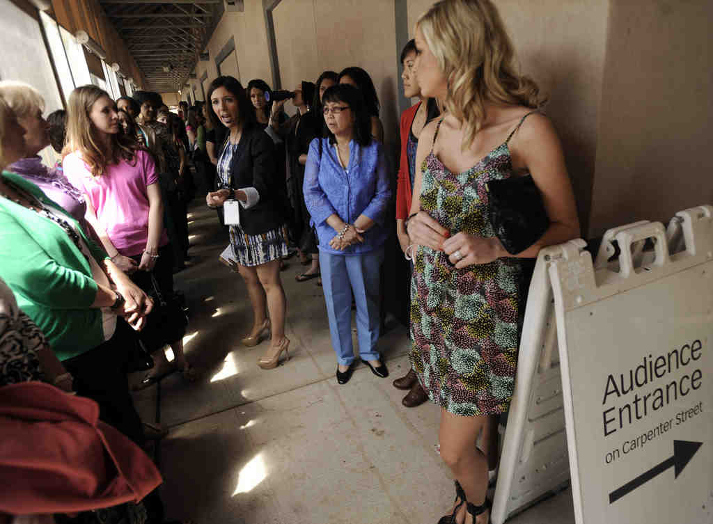 """Audience coordinator Teresa Aguilera Castillo talks with audience members waiting outside Harpo Studios before the final taping of """"The Oprah Winfrey Show"""" in Chicago Tuesday. The finale aired Wednesday."""