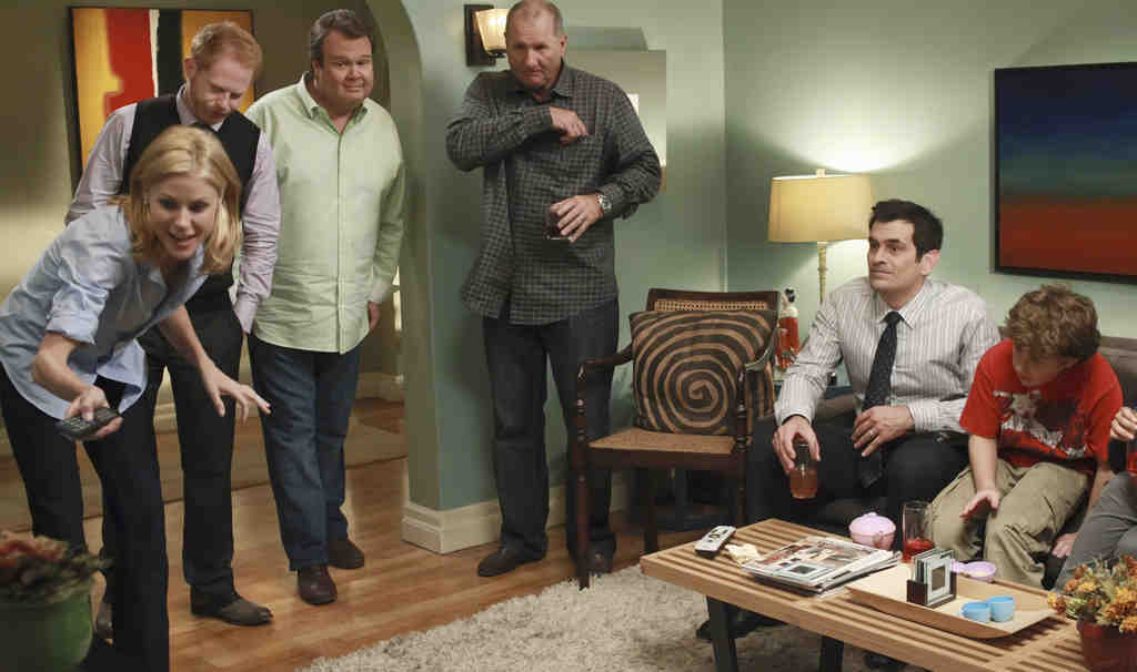 "ABC´s warm and fuzzy ""Modern Family,"" nominated as an outstanding comedy series, has set a new sitcom standard and should and will win its second consecutive Emmy."